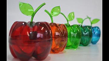 Красиви ябълки от пластмасови бутилки