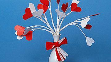 Букет от хартиени сърца