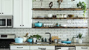 Край на хаоса! Хитри идеи за подредба в кухнята!