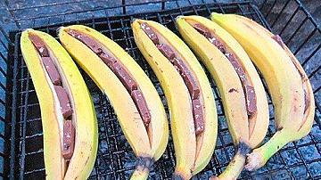 Горещ десерт на скара: банан с шоколад