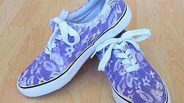 Спортни обувки с дантелена окраска
