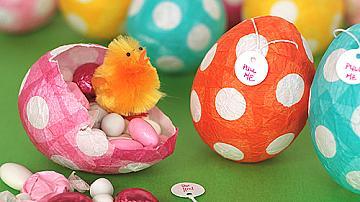 Великденски яйца, изработени от папие-маше
