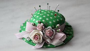 Как да си направим красив игленик-шапка