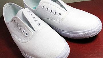 Как да върнем белия цвят на спортните обувки