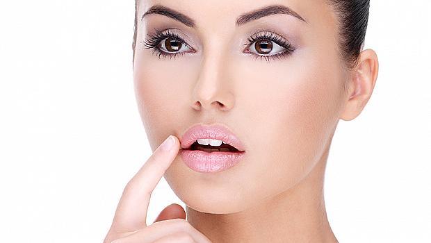 Бърза помощ  при напукани устни +  10 натурални рецепти