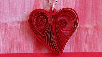 Картичка със сърце в стил квилинг