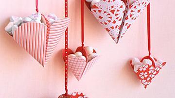 Киригами кошнички във формата на сърца