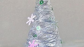 Коледна елха от конци