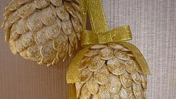 Коледна топка от тиквени семки