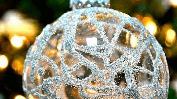 Коледни топки с орнаменти и брокат