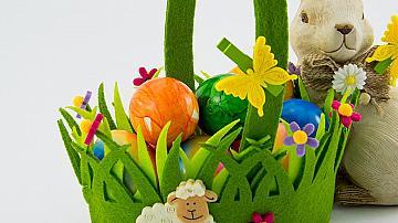 Кошничка с цветя от картон и  цветна хартия