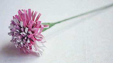 Букет цветя от стари списания