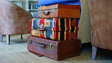 Превърнете старите куфари в мебели или декорация