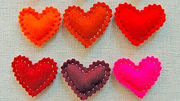 Малки сърчица от филц за Свети Валентин