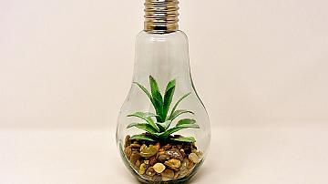 Малки вазички от старите електрически крушки