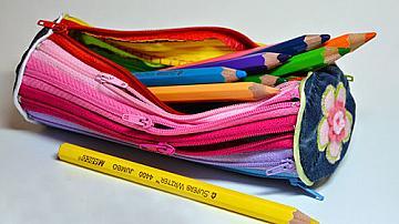 Несесер за моливи от ципове
