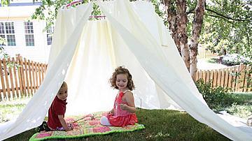 Палатка в градината - уединен кът за почивка и релакс