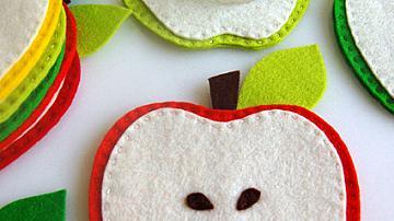 Поставка за чаша във формата на ябълка