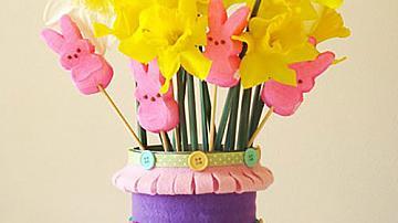 Пролетна ваза от консервна кутия и филц