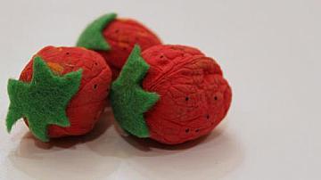 Да превърнем орехите в ягоди за украса