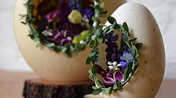 Великденска декорация - яйца с пролетни цветя