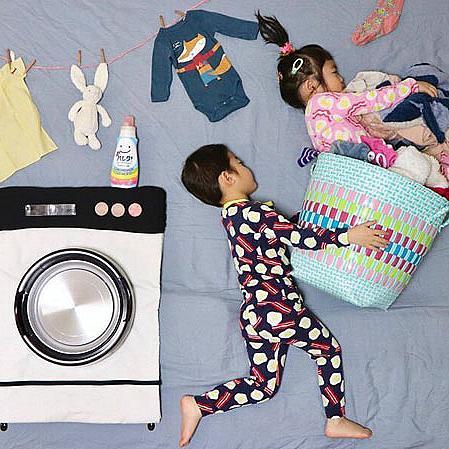 Японка пресъздава уникални приключения със своите близнаци, докато спят