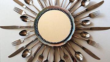 Рамка за огледало от прибори за хранене