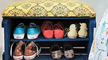 Функционално шкафче за обувки от дървена касетка
