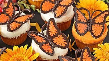 Шоколадови пеперуди за украса на десерти