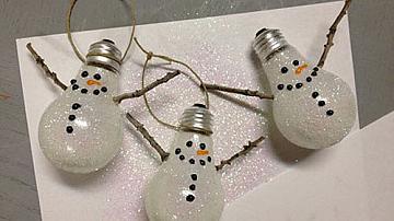 Снежен човек за украса от електрическа крушка