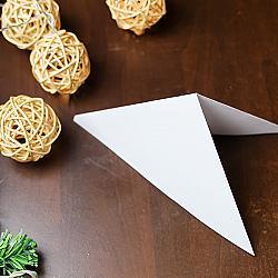 Сгънете триъгълника наполовина
