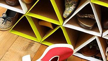 Стелаж за обувки от картонени кутии