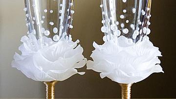 Направете си сватбени чаши с листенца от рози