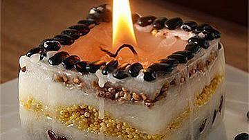 Ръчно направена свещ със зърна