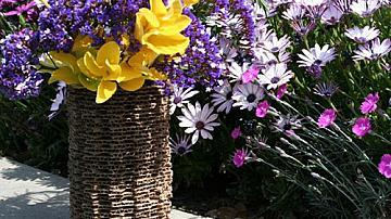 Декоративна ваза от картон