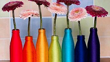 Красиви вази от стъклени бутилки
