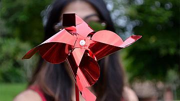 Вятърна въртележка от хартия