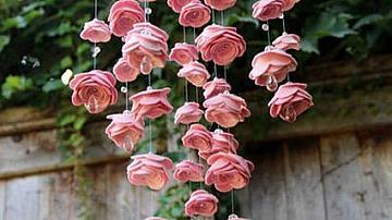 Висяща украса от цветя от филц